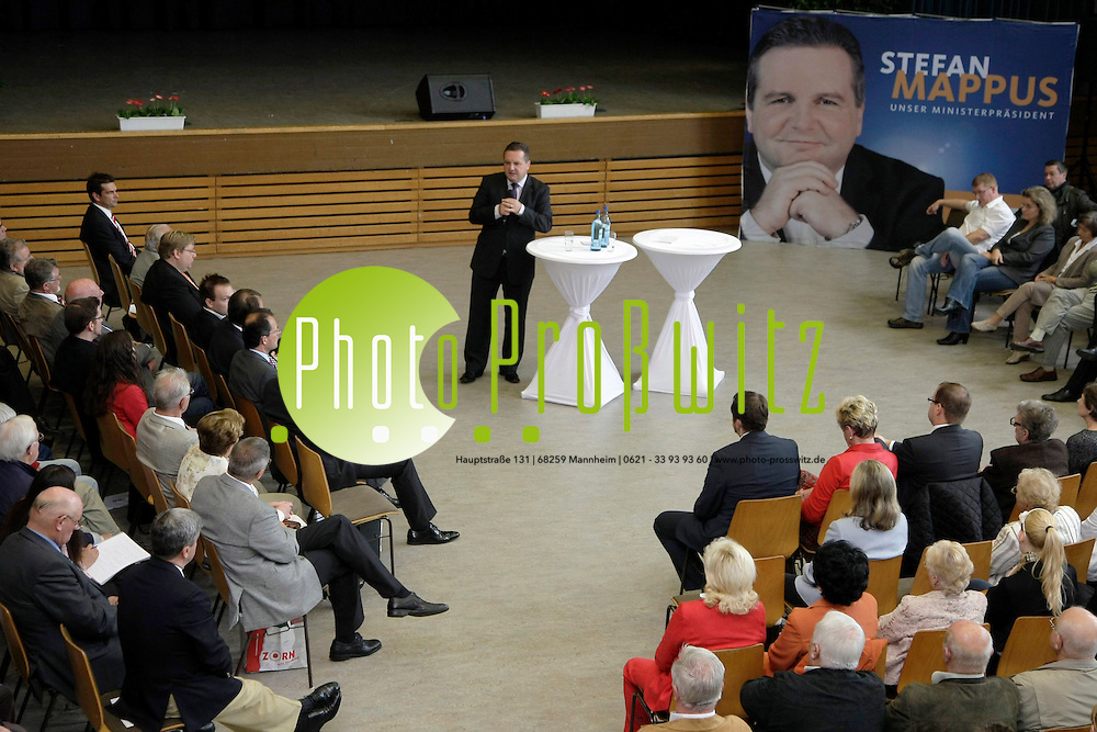 Mannheim. K&permil;fertal. Kulturhaus. Ministerfr&cedil;hst&cedil;ck. Ministerpr&permil;sident Stefan Mappus (CDU) kommt zu einem Fr&cedil;hst&cedil;ck nach Mannheim. Landtagskandidat der CDU f&cedil;r 2011 Nikolas L&circ;bel l&permil;dt Stefan Mappus nach Mannheim.<br /> <br /> Bild: Markus Proflwitz / masterpress /   *** Local Caption *** masterpress Mannheim - Pressefotoagentur<br /> Markus Proflwitz<br /> C8, 12-13<br /> 68159 MANNHEIM<br /> +49 621 33 93 93 60<br /> info@masterpress.org<br /> Dresdner Bank<br /> BLZ 67080050 / KTO 0650687000<br /> DE221362249