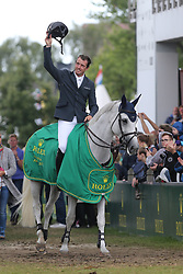 23.07.2017, Aachener Soers, Aachen, GER, CHIO Aachen, im Bild Gewinner, Sieger, 1. Platz: Gregory Wathelet (BEL) auf seinem Pferd Coree, Siegerehrung, Jubel // during the CHIO Aachen World Equestrian Festival at the Aachener Soers in Aachen, Germany on 2017/07/23. EXPA Pictures © 2017, PhotoCredit: EXPA/ Eibner-Pressefoto/ Roskaritz<br /> <br /> *****ATTENTION - OUT of GER*****