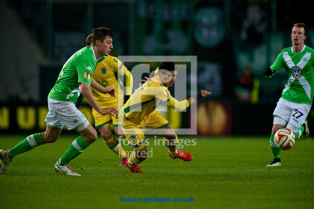 Robin Knoche of VfL Wolfsburg (left) and Fredy Montero of Sporting Clube de Portugal during the UEFA Europa League match at Volkswagen Arena, Wolfsburg<br /> Picture by Ian Wadkins/Focus Images Ltd +44 7877 568959<br /> 19/02/2015