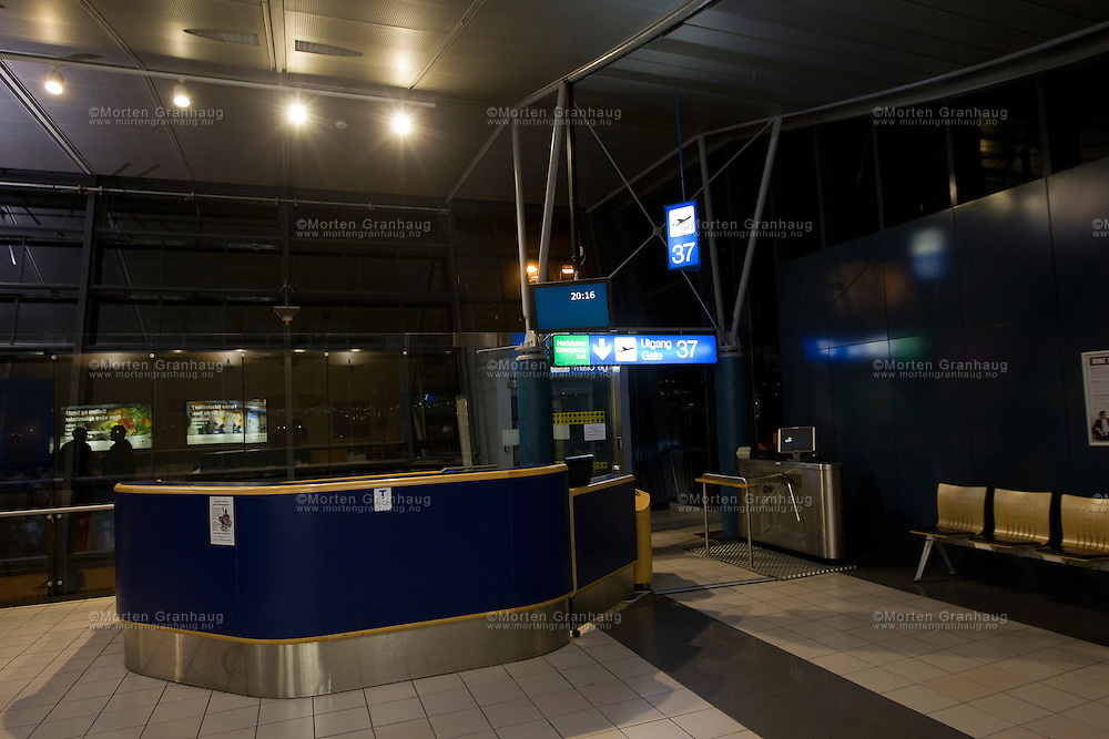 Terminalen på Trondheim lufthavn Værnes på kveldstid...Interior of the terminal building of Trondheim Airport Værnes