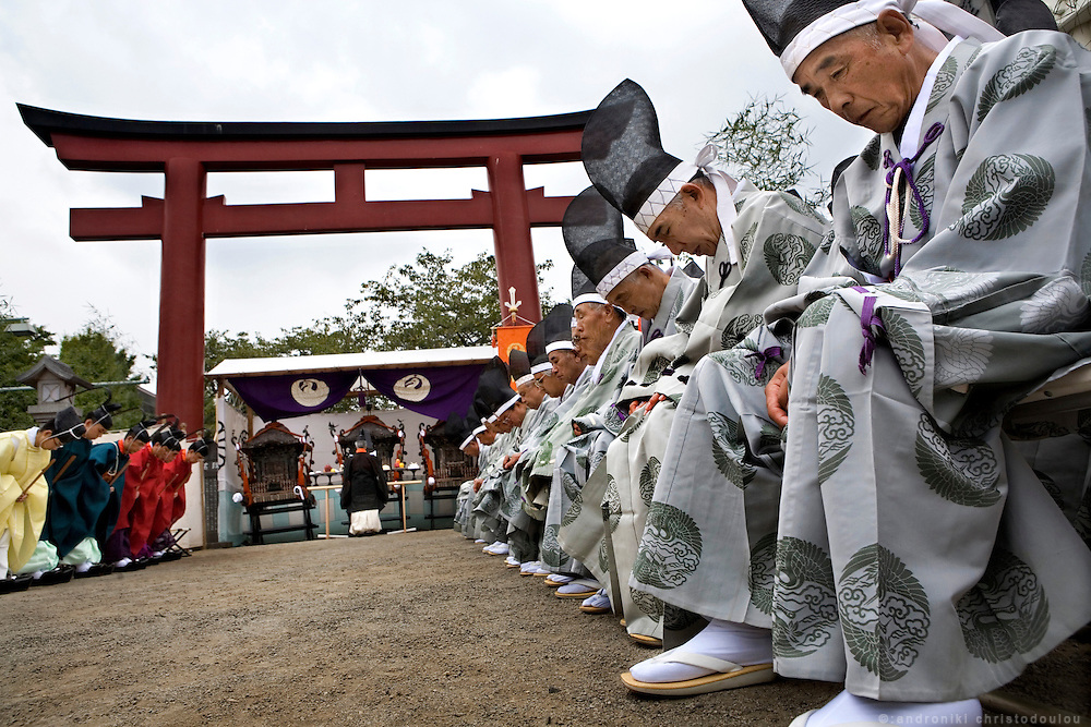 Offerings to the goods and outdoors ceremony, during the second day of the 3-day anual festival of Tsurugaoka Hachimangu Shrine in Kamakura.