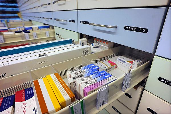 Nederland, Nijmegen, 25-11-2010Geneesmiddelen, medicijnen in een apotheek.Foto: Flip Franssen