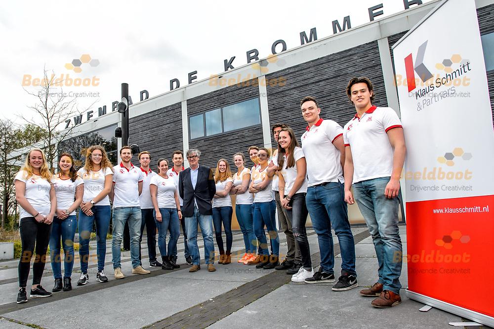 07-04-2017: Presentatie sponsor UZSC: Utrecht<br /> <br /> Klaus Schmitt van Klaus Schmitt &amp; Partners,  per aankomend seizoen de nieuwe sponsor van UZSC selectie waterpolo op de foto met een aantal leden van de waterpoloselectie.<br /> <br /> Foto: Gertjan Kooij