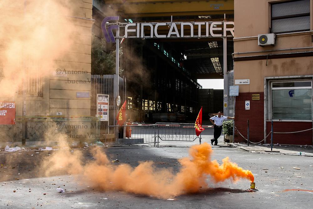 Alcuni lavoratori occupano lo stabilimento dei  Cantieri Navali a Palermo contro la mancata acquisizione della Fincantieri di una commessa.