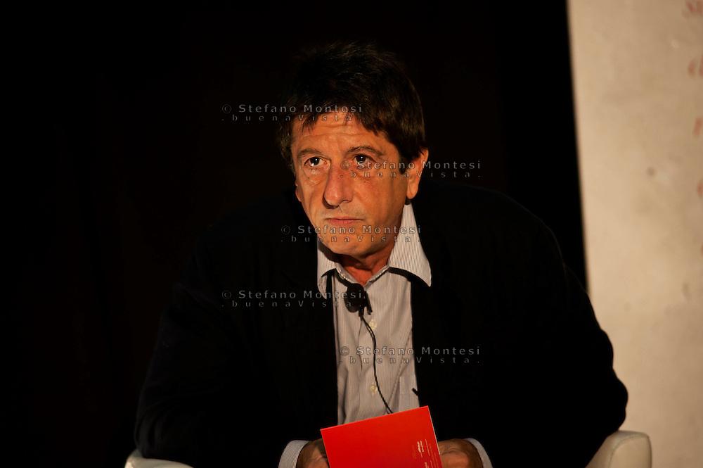 """Roma 5 Ottobre 2010.Capitale Solidale.Seminare passione civile e speranza.'Ostello """"Don Luigi Di Liegro"""" alla Stazione Termini (Via Marsala, 109). Andrea Purgatori giornalista e sceneggiatore."""