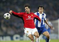 PORTO-25 FEVEREIRO:VAN NISTELROOY#10 e NUNO VALENTE#8 nojogo F.C. Porto vs Manchester United F.C. primeira mao dos oitavos de final da Liga dos campeoes realizado no estadio do Dragao 25/02/2004.<br />(PHOTO BY:GERARDO SANTOS/AFCD)