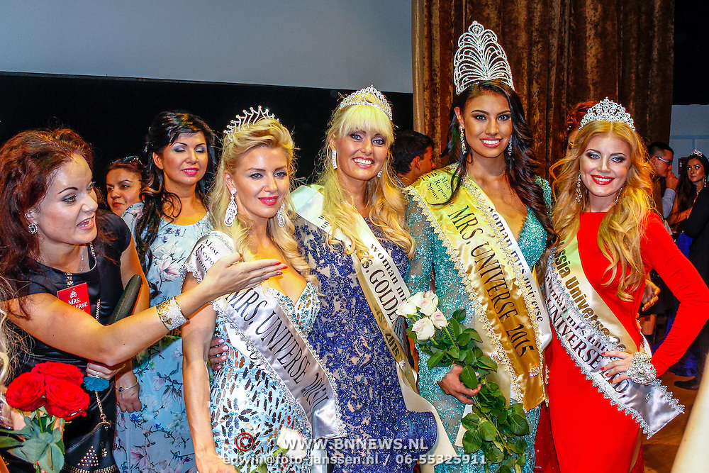 RUS/Minsk/20150829 - Mrs. Universe verkiezing 2015, Sophia de Boer en winnares Ashley Callingbull