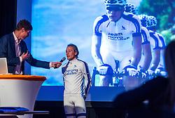 08-04-2016 NED: Challenge Diabetes on Tour, Arnhem<br /> Vandaag was de presentatie van de ploeg dat de roze trui in Milaan gaat ophalen. Op maandag 25 april 2016 vertrekken ze met een team bestaande uit mensen met diabetes en een begeleidingsteam naar Milaan. Na het overhandigen van de roze trui fietsen ze van 26 april t/m 3 mei in 8 dagen 1.190 km van Milaan naar Gelderland om daar op 4 en 5 mei 2016 een promotietour met de roze trui door de provincie te maken. Op 5 mei 2016 wordt de roze trui, vlak voor de ploegenpresentatie op het Marktplein in Apeldoorn, overhandigd aan de provincie