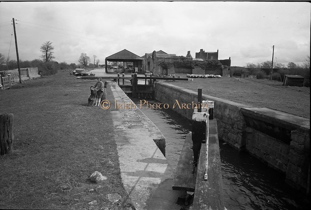 06-10/04/1964.04/06-10/1964.06-10 April 1964.Views on the River Shannon. The 35th lock on the Grand canal, the second last locgate at the shannon end of the cross-country waterway from Dublin.