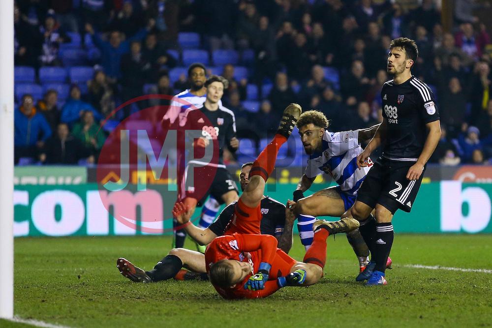 Goal, Daniel Williams of Reading scores the equaliser, Reading 2-2 Brentford - Mandatory by-line: Jason Brown/JMP - 14/02/2017 - FOOTBALL - Madejski Stadium - Reading, England - Reading v Brentford - Sky Bet Championship