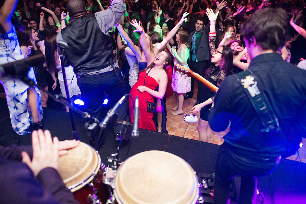 5/11/2014 – Medford/Somerville, MA, 02155 – Seniors and band members dance to live music during Senior Gala at the The Westin-Copley Place Boston Hotel on May 11th, 2014. (Nicholas Pfosi / The Tufts Daily)