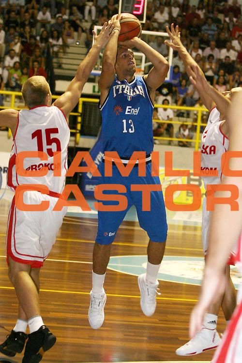 DESCRIZIONE : Cagliari Primo Torneo Internazionale Sardegna a Canestro Italia Polonia<br /> GIOCATORE : Daniel Hackett<br /> SQUADRA : Nazionale Italiana Uomini <br /> EVENTO : Cagliari Primo Torneo Internazionale Sardegna a Canestro <br /> GARA : Italia Polonia<br /> DATA : 14/08/2007 <br /> CATEGORIA : Tiro<br /> SPORT : Pallacanestro <br /> AUTORE : Agenzia Ciamillo-Castoria/E.Castoria