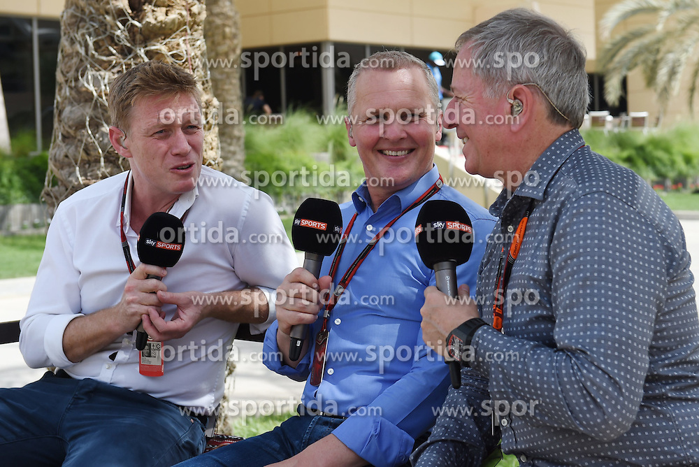 18.04.2015, International Circuit, Sakhir, BHR, FIA, Formel 1, Grand Prix von Bahrain, Qualifying, im Bild Simon Lazenby (GBR) Sky F1 Presenter, Johnny Herbert (GBR) Sky F1 Presenter and Martin Brundle (GBR) Sky F1 Presenter // during Qualifying of the FIA Formula One Bahrain Grand Prix at the International Circuit in Sakhir, Bahrain on 2015/04/18. EXPA Pictures &copy; 2015, PhotoCredit: EXPA/ Sutton Images/ Mark<br /> <br /> *****ATTENTION - for AUT, SLO, CRO, SRB, BIH, MAZ only*****