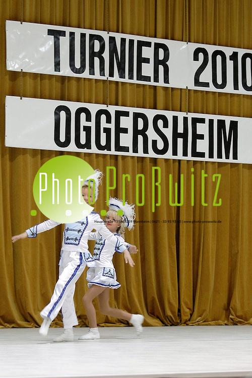 Ludwigshafen. Ebert Halle. Hans-Warsch Gardetanz-Turnier 2010.<br /> - CC Mondglotzer. Tanzpaare Jugend Jahrgang 2000-2005. Zoe Br&cedil;hl und Justin Roth.<br /> <br /> <br /> Bild: Markus Proflwitz / masterpress /  <br /> <br />  *** Local Caption *** masterpress Mannheim - Pressefotoagentur<br /> Markus Proflwitz<br /> Hauptstrafle 131<br /> 68259 MANNHEIM<br /> +49 621 33 93 93 60<br /> info@masterpress.org<br /> Commerzbank<br /> BLZ 67080050 / KTO 0650687000<br /> DE221362249