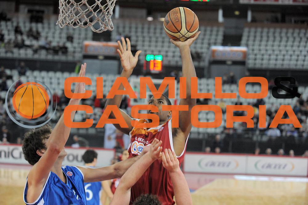 DESCRIZIONE : Roma Lega A 2009-10 Lottomatica Virtus Roma Martos Napoli<br /> GIOCATORE : Andre Hutson<br /> SQUADRA : Lottomatica Virtus Roma<br /> EVENTO : Campionato Lega A 2009-2010<br /> GARA : Lottomatica Virtus Roma Martos Napoli<br /> DATA : 10/01/2010<br /> CATEGORIA : Tiro<br /> SPORT : Pallacanestro<br /> AUTORE : Agenzia Ciamillo-Castoria/G.Vannicelli<br /> Galleria : Lega Basket A 2009-2010<br /> Fotonotizia : Roma Campionato Italiano Lega A 2009-2010 Lottomatica Virtus Roma Martos Napoli<br /> Predefinita :