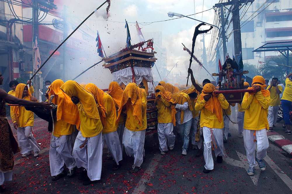 Phuket Vegetarian Festival, Thailand October 2003..©David Dare Parker/AsiaWorks Photography