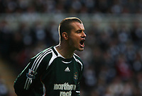 Photo: Andrew Unwin.<br /> Newcastle United v Portsmouth. The Barclays Premiership. 26/11/2006.<br /> Newcastle's Shay Given.