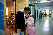 Milano, Carcere di Bollate, stanza dell'affettività. Immigrato albanese con la figlia.