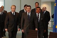 27 JAN 2003, BERLIN/GERMANY:<br /> Paul Spiegel (L), Praesident des Zentralrats der Juden, und Gerhard Schroeder (M), SPD, Bundeskanzler, und Michel Friedan (R), Vizepraesident des Zentralrats, vor der Unterzeichnung des Staatsvertrages der Bundesregierung mit dem Zentralrat der Juden in Deutschland, Bundeskanzleramt<br /> IMAGE: 20030127-02-001<br /> KEYWORDS: Gerhard Schröder, Staatsvertrag, Präsident