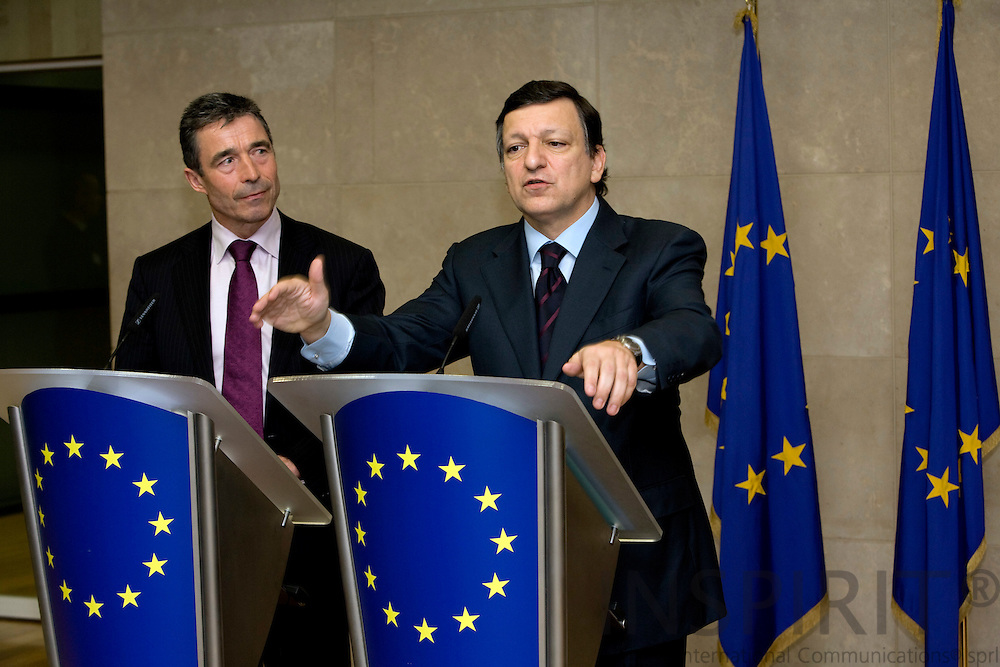 BRUSSELS - BELGIUM - 24 JANUARY 2008 -- Denmark ' s PM Anders FOGH RASMUSSEN (Le) and European Commission President Jose Manuel BARROSO during a news conference at the EC headquarters in Brussels.   Photo: Erik Luntang/