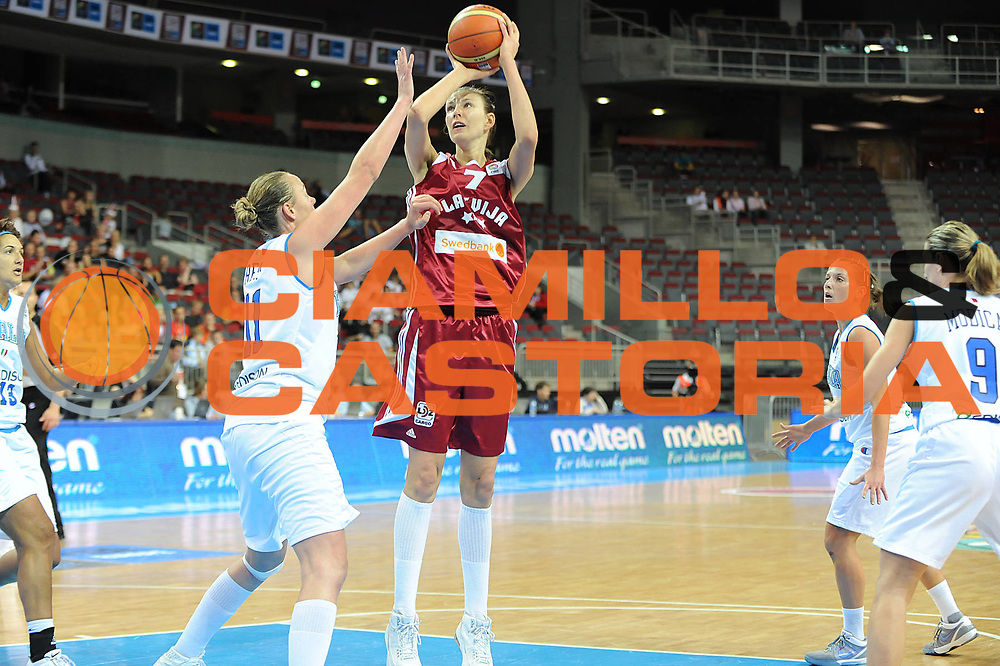 DESCRIZIONE : Riga Latvia Lettonia Eurobasket Women 2009 Semifinal 5th-8th Place Italia Lettonia Italy Latvia<br /> GIOCATORE : Zane Tamane<br /> SQUADRA : Lettonia Latvia<br /> EVENTO : Eurobasket Women 2009 Campionati Europei Donne 2009 <br /> GARA : Italia Lettonia Italy Latvia<br /> DATA : 19/06/2009 <br /> CATEGORIA : tiro<br /> SPORT : Pallacanestro <br /> AUTORE : Agenzia Ciamillo-Castoria/M.Marchi
