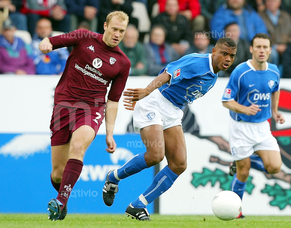 Fussball  1. Bundesliga Saison 2003/2004   8. Spieltag VfL Bochum - 1. FC Kaiserslautern 4:0      Marian HRISTOV (li, FCK) unteliegt im Zweikampf mit dem Bochumer Sunday OLISEH (re)