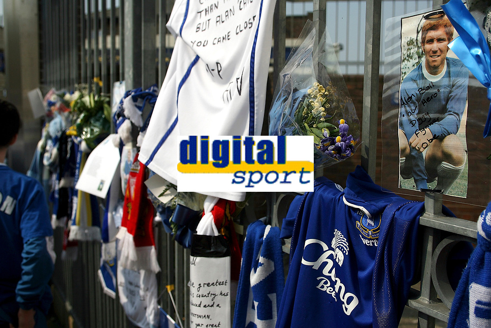 Photo: Paul Thomas.<br />Everton v Manchester United. The Barclays Premiership. 28/04/2007.<br /><br />Fans of England Legend Alan Ball, who past away this week, leave and come to pay tributes outside Goodison Park before the game.