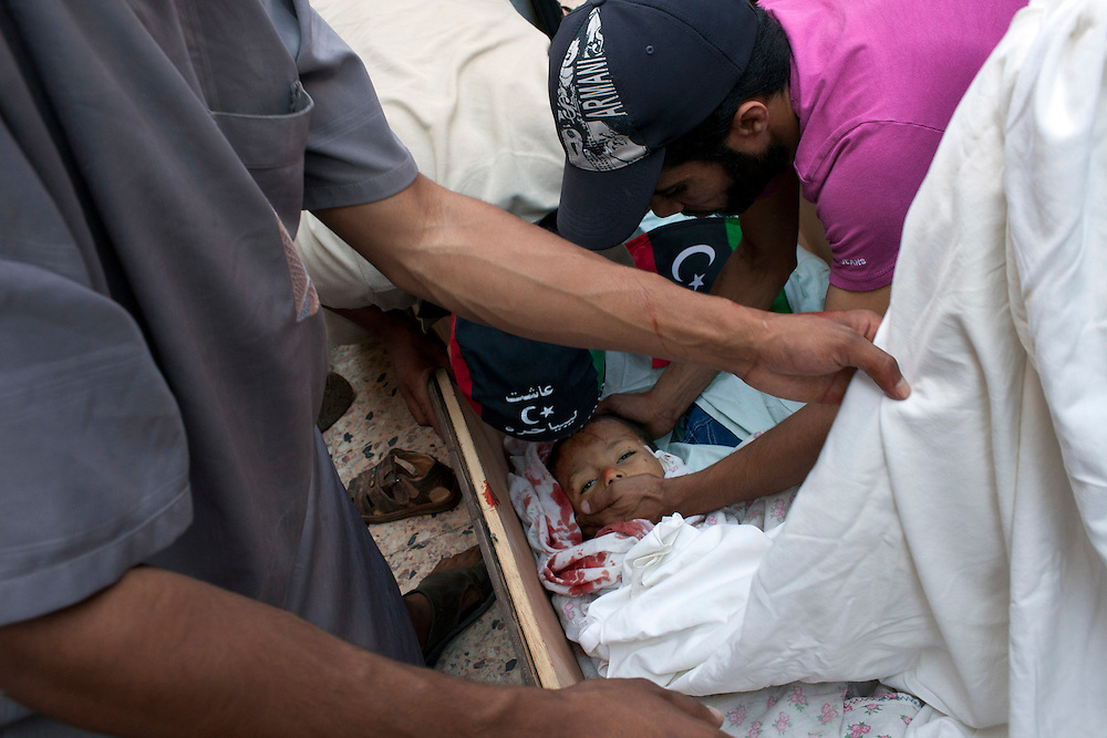 22 august 2011. A child killed by a sniper is putted in a coffin in the Gorji area in Tripoli the day after the rebels enter in Tripoli.