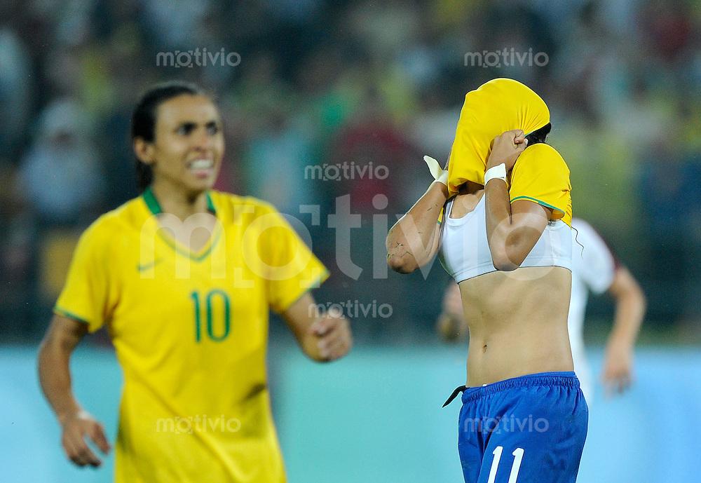 Olympia 2008  Peking  Fussball  Frauen   21.08.2008 Brasilien - USA CRISTIANE (r) und MARTA (BRA) enttaeuscht.