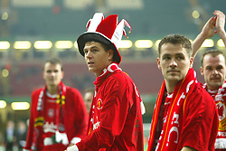 CARDIFF, WALES - Sunday, March 2, 2003: Liverpool's goalscorers Steven Gerrard (l) and Michael Owen celebrate their 2-0 victory over Manchester United during the Football League Cup Final at the Millennium Stadium. (Pic by David Rawcliffe/Propaganda)