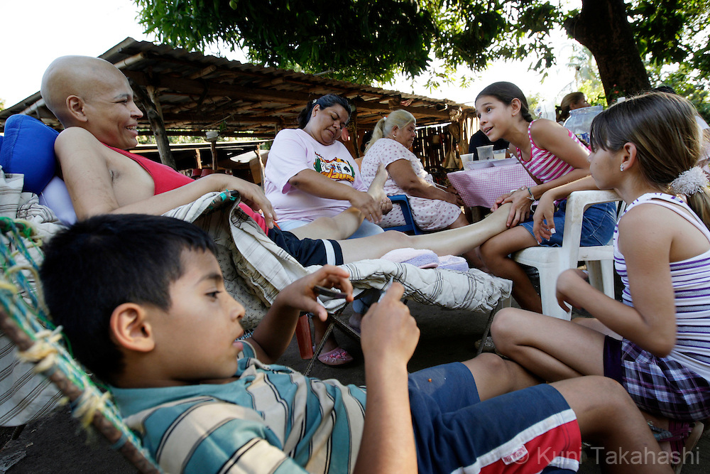 Mariana de la Torre, 29, gets her feet massaged by her family members at her house in Apatzingan, Mexico on March 15, 2009.<br /> (Photo by Kuni Takahashi)