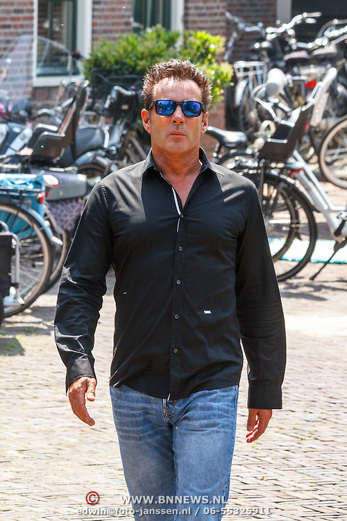 NLD/Volendam/20150703 - Uitvaart Jaap Buijs, aankomst Gerard Joling en 3 J's