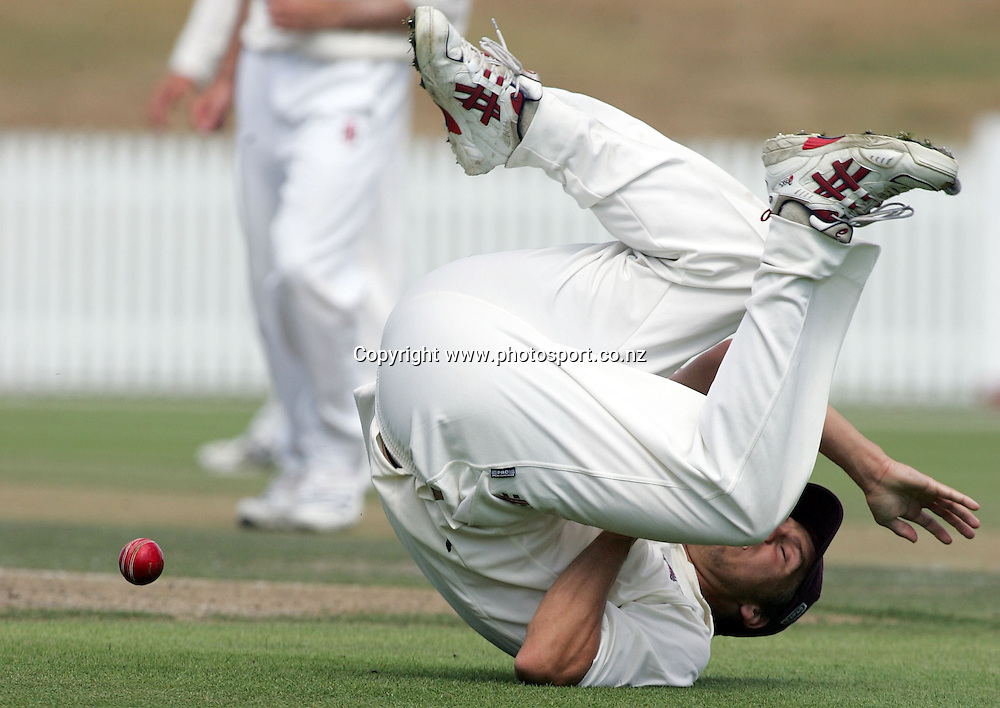 Brent Arnel fields for Northern during the State Championship cricket match between the Northern Knights and the Otago Volts at Seddon Park, Hamilton, New Zealand on Tuesday 6 March 2007. Photo: Hannah Johnston/PHOTOSPORT<br />
