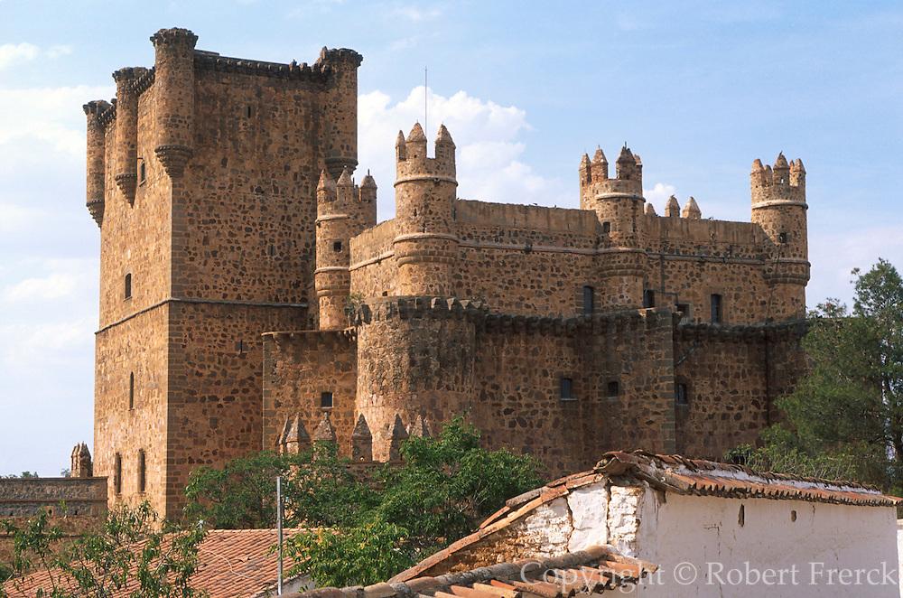 SPAIN, CASTILE-LA MANCHA, TOLEDO Guadamur Castle 15thC once occupied by Juana de Loca, mother of Charles V, 15km from Toledo