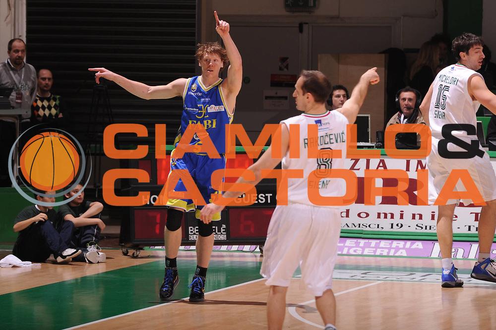 DESCRIZIONE : Siena Lega Basket A 2011-12  Montepaschi Siena Fabi Shoes Montegranaro<br /> GIOCATORE : mani<br /> CATEGORIA : Igor Rakocevic<br /> SQUADRA : Montepaschi Siena<br /> EVENTO : Campionato Lega A 2011-2012 <br /> GARA : Montepaschi Siena Fabi Shoes Montegranaro<br /> DATA : 15/01/2012<br /> SPORT : Pallacanestro  <br /> AUTORE : Agenzia Ciamillo-Castoria/ GiulioCiamillo<br /> Galleria : Lega Basket A 2011-2012  <br /> Fotonotizia : Siena Lega Basket A 2011-12 Montepaschi Siena Fabi Shoes Montegranaro<br /> Predefinita :