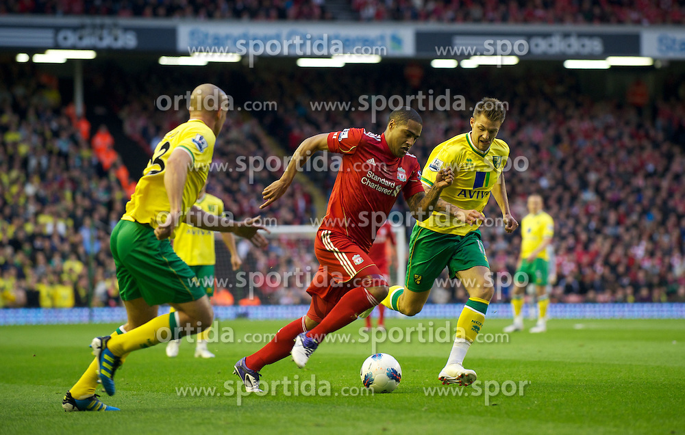 22.10.2011, Anfield Stadion, Liverpool, ENG, PL, FC Liverpool - Norwich City, im Bild Liverpool's Glen Johnson in action against Norwich City during the Premiership match at Anfield // during the Premier League football match between FC Liverpool - Norwich City, at Anfield Stadium, Liverpool, United Kingdom on 22/10/2011. EXPA Pictures © 2011, PhotoCredit: EXPA/ Propaganda Photo/ David Rawcliff +++++ ATTENTION - OUT OF ENGLAND/GBR+++++