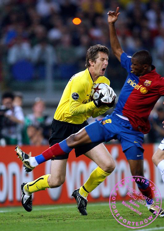 ROME 27/05/2009.Uefa Champions League - Final.Manchester United v Fc Barcelona.Edvin van der Sar of Manchester Utd and Samuel Eto'o of Barcelona ..Fot. Piotr Hawalej / WROFOTO