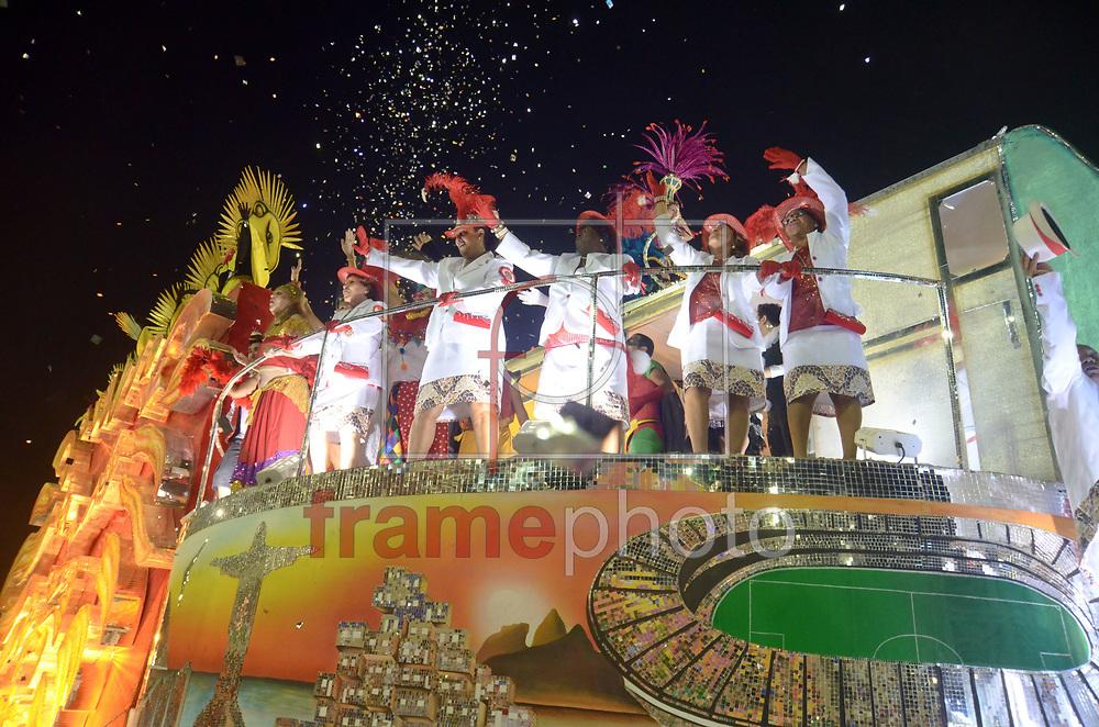 Rio de Janeiro, RJ – 14/02/2015 – Desfile do GRES Estácio de Sá com o enredo De braços abertos, de janeiro a janeiro, sorrio, sou Rio, sou Estácio de Sá!, oitava escola no segundo dia do Grupo de Acesso do Carnaval 2015, no Sambódromo da Marquês de Sapucaí, na noite de hoje (14/02). FOTO: ADRIANO ISHIBASHI/FRAME