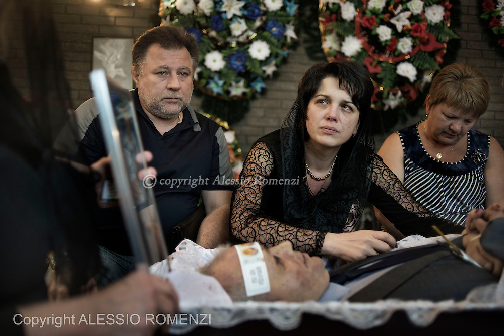 Ukraine, Donetsk: Mark Zverev's wife (c) is seen as she mourns over the body of her husband on May 29, 2014.<br /> Zverev was a taxi driver who has been killed during clashes between pro-Russia supporters and Ukrainian army at Donetsk airport. ALESSIO ROMENZI