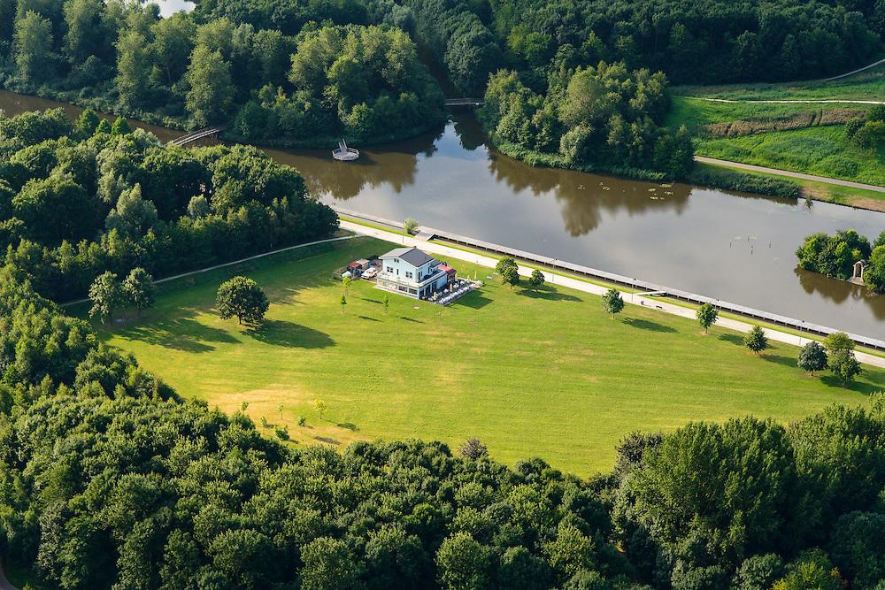 Nederland, Flevoland, Gemeente Almere, 27-08-2013;<br /> Koningin Beatrixpark met uitspanning Gateway Diner. <br /> Urban park Beatrixpark in the city of Almere.<br /> luchtfoto (toeslag op standaard tarieven);<br /> aerial photo (additional fee required);<br /> copyright foto/photo Siebe Swart.