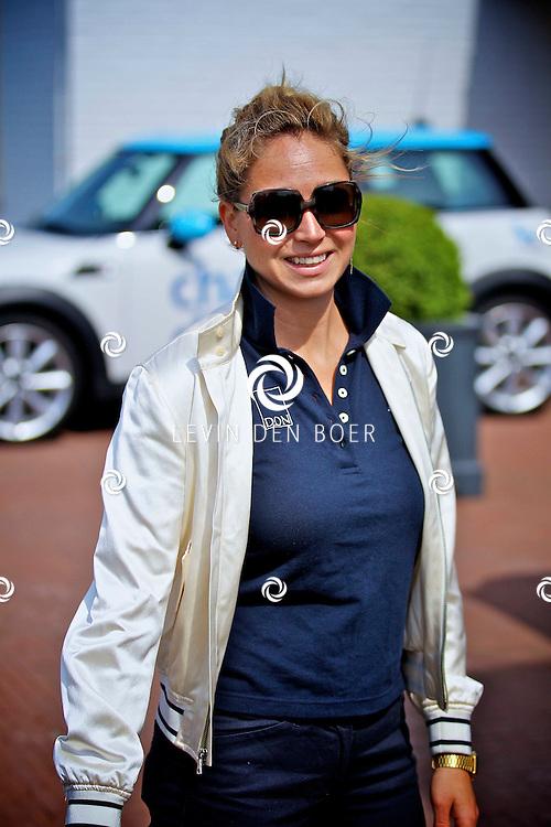 ZANDVOORT - Stichting DON, Diabetes Onderzoek Nederland, organiseert jaarlijks de DON Masters om financiele middelen op te halen voor fundamenteel wetenschappelijk onderzoek naar de genezing van diabetes.  Met op de foto zangeres Dominique Rijpma van Hulst alias Do. FOTO LEVIN DEN BOER - PERSFOTO.NU
