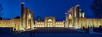 Ouzbékistan, Samarcande, classé Patrimoine Mondial de l'UNESCO, place du Reghistan, Medersa Chir Dor, Ulug Bek, Tilla Kari // Uzbekistan, Samarkand, Unesco World Heritage, the Reghistan, Chir Dor, Ulug Bek, Tilla Kari Madrasah