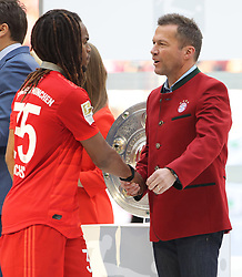 18.05.2019, Allianz Arena, Muenchen, GER, 1. FBL, FC Bayern Muenchen vs Eintracht Frankfurt, 34. Runde, Meisterfeier nach Spielende, im Bild Lothar Matthäus gratuliert Renato Sanches // during the celebration after winning the championship of German Bundesliga season 2018/2019. Allianz Arena in Munich, Germany on 2019/05/18. EXPA Pictures © 2019, PhotoCredit: EXPA/ SM<br /> <br /> *****ATTENTION - OUT of GER*****