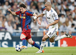 27-04-2011 VOETBAL: SEMI FINAL CL REAL MADRID - FC BARCELONA: MADRID<br /> Pepe against Lionel Messi<br /> *** NETHERLANDS ONLY***<br /> ©2011-FH.nl-nph/ Alvaro Hernandez