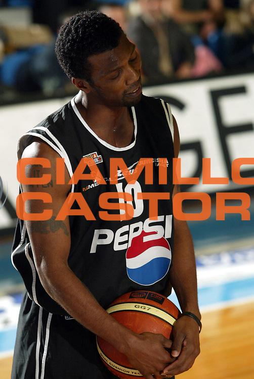 DESCRIZIONE : Faenza Lega A2 2005-06 Zarotti Imola Pepsi Caserta <br /> GIOCATORE : Colson <br /> SQUADRA : Pepsi Caserta <br /> EVENTO : Campionato Lega A2 2005-2006 <br /> GARA : Zarotti Imola Pepsi Caserta <br /> DATA : 29/01/2006 <br /> CATEGORIA : Delusione <br /> SPORT : Pallacanestro <br /> AUTORE : Agenzia Ciamillo-Castoria/M.Marchi
