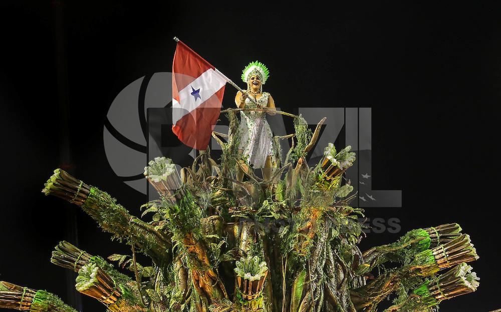 RIO DE JANEIRO, RJ, 12 FEVEREIRO 2013 - CARNAVAL RJ - IMPERATRIZ - Integrantes da escola de samba Imperatriz  durante desfile no segundo dia do Grupo Especial no Sambódromo Sapucai na capital fluminense, na madrugada desta terca-feira 12 (FOTO: VANESSA CARVALHO - BRAZIL PHOTO PRESS).