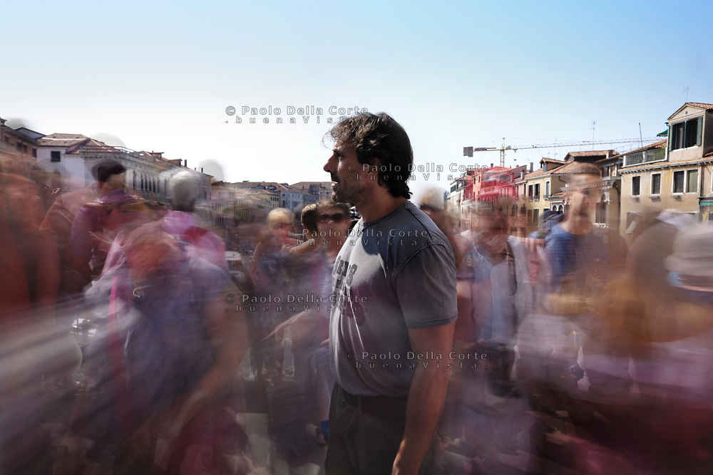 Alessandro Zane – pescatore lavora al mercato del pesce a Rialto. Ponte di Rialto. 15/09/18, 13:12