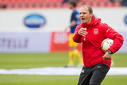 23.04.2016, Voith Arena, Heidenheim, GER, 2. FBL, 1. FC Heidenheim vs SC Paderborn 07, 31. Runde, im Bild FCH Co-Trainer Alexander Raaf beim aufwaermen // during the 2nd German Bundesliga 31th round match between 1. FC Heidenheim vs SC Paderborn 07 at the Voith Arena in Heidenheim, Germany on 2016/04/23. EXPA Pictures &copy; 2016, PhotoCredit: EXPA/ Eibner-Pressefoto/ Bozler<br /> <br /> *****ATTENTION - OUT of GER*****