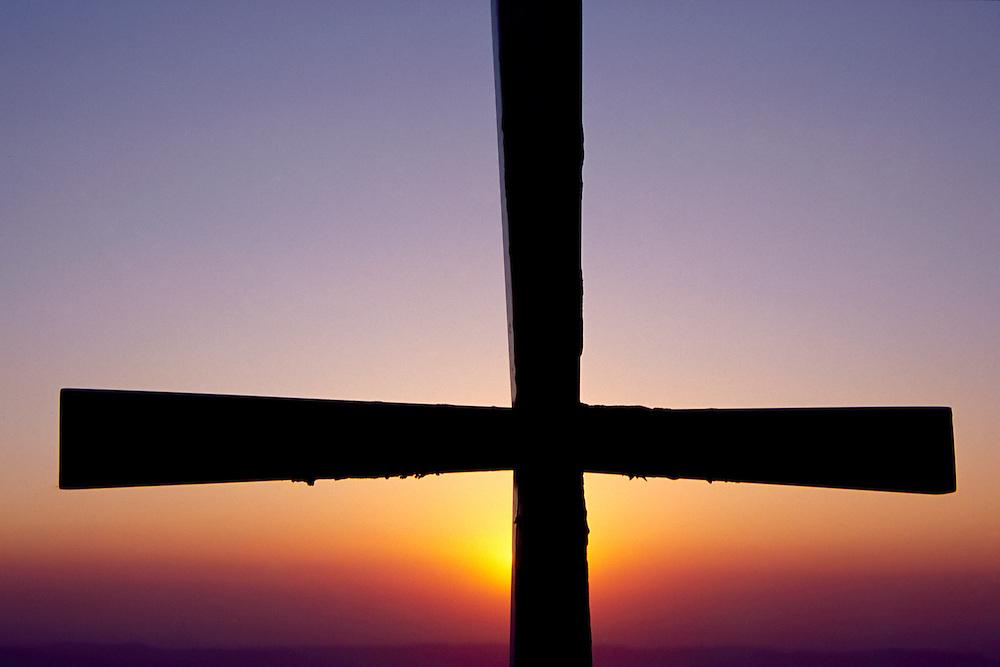 Lapinha da Serra _MG, Brasil...Cruz durante o por do sol, no Pico do Breu, regiao da Serra do Cipo...Cross during the sunset, in the Pico do Breu, in the Serra do Cipo region...FOTO: LEO DRUMOND /  NITRO