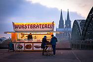 the sausage roastery at the Hohenzollern bridge in Deutz, known from the Cologne TV crime series Tatort, view to the cathedral, Cologne, Germany.<br /> <br /> die aus dem Koelner Tatort [ARD Krimiserie] bekannte Wurstbraterei an der Hohenzollernbruecke in Deutz, Blick zum Dom, Koeln, Deutschland.